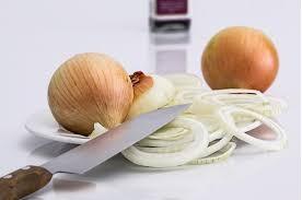 15-tips-makkelijker-koken-uien-snijden