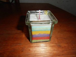 Moederdag cadeau DIY regenboog kaars