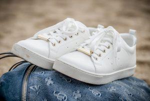 schoenentrends witte sneakers
