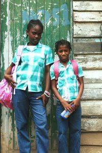 schooluniformen lagere school suriname