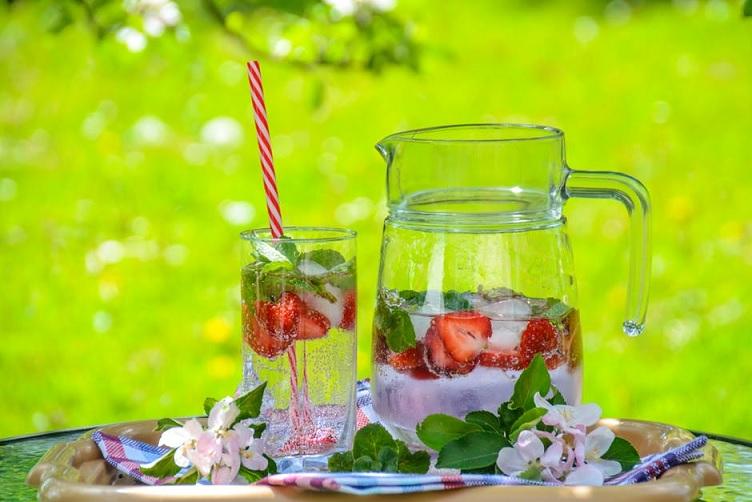 aardbeien planten oogsten verzorgen water
