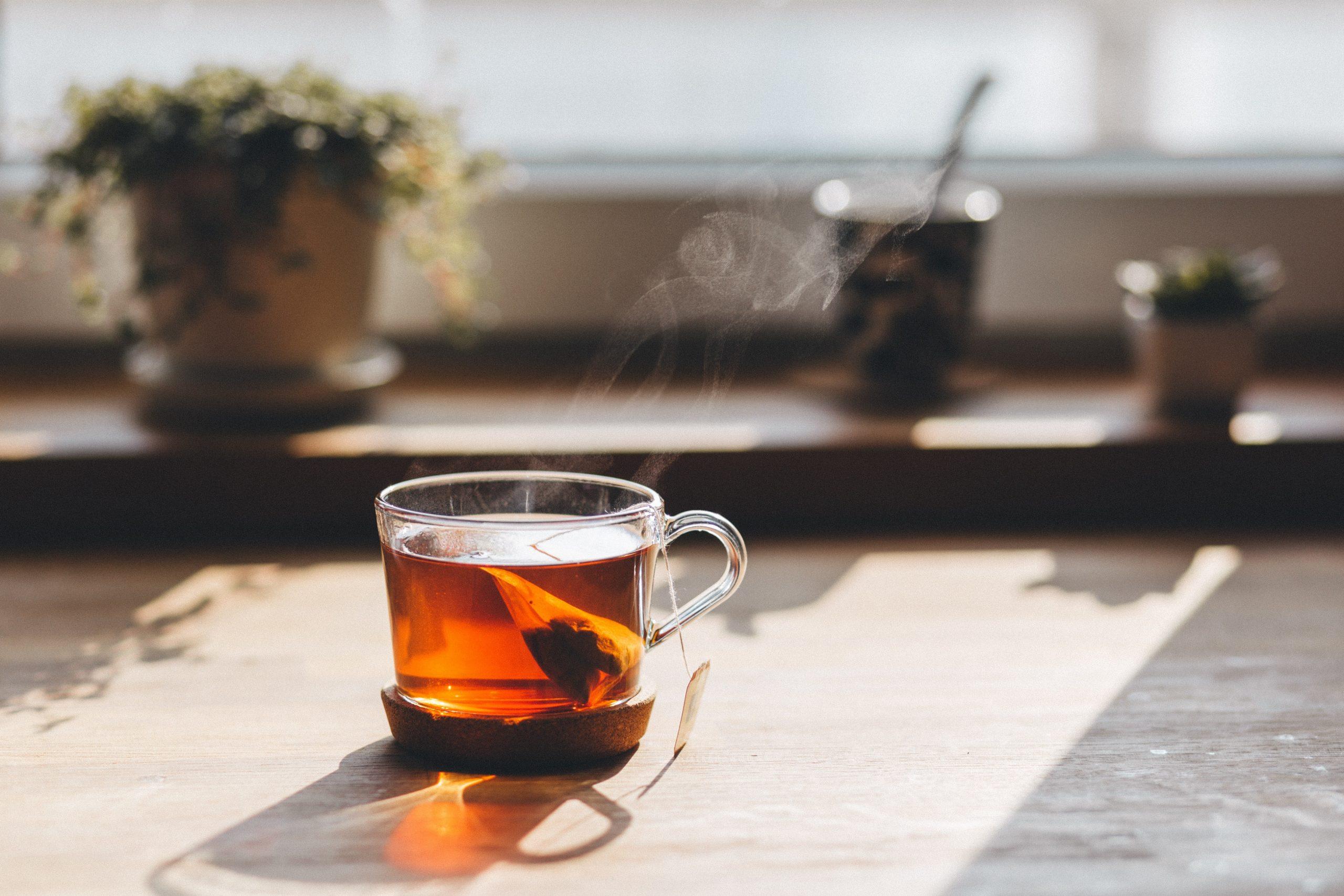 7 verrassende toepassingen van thee in en om het huis