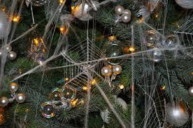 vreemde kersttradities wereldwijd spinnenweb