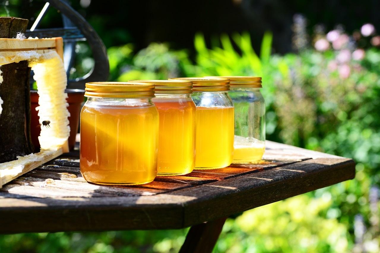 Het verschil tussen echte en nep honing
