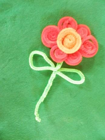 DIY voor kinderen pijpenrager bloem maken 5