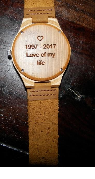 review houten sieraden creative use of technology houten horloge inscriptie