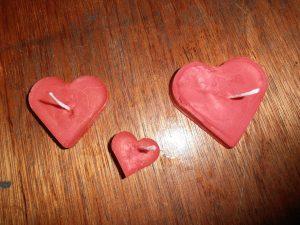 DIY Valentijn hartvormige drijfkaarsjes maken 3