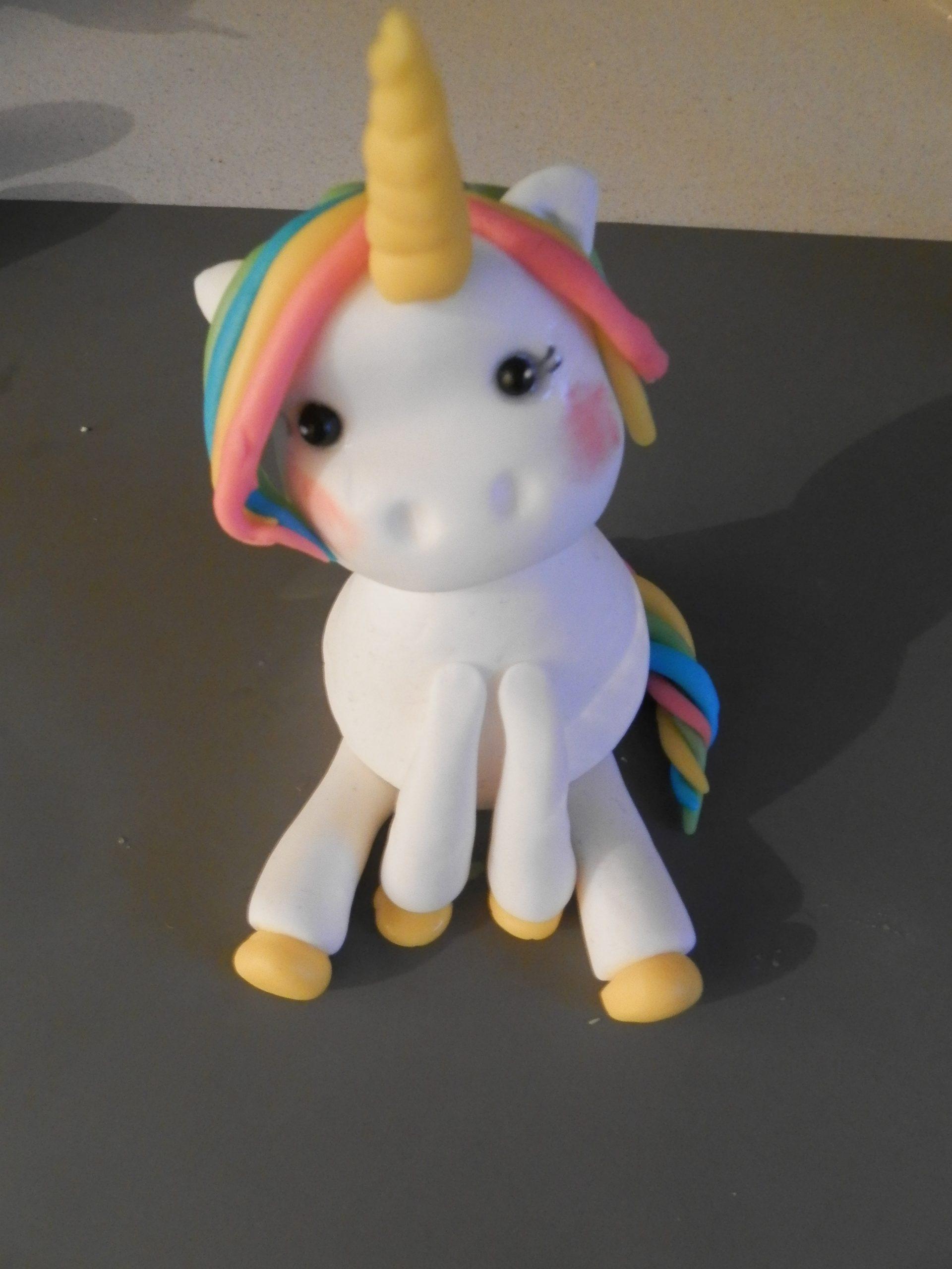 DIY Unicorn taarttopper van fondant maken
