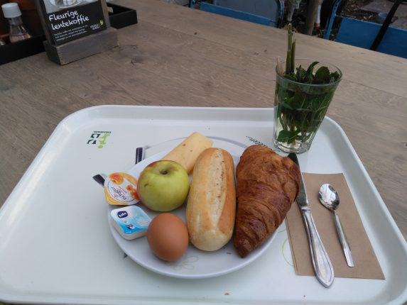 Ontbijt buiten de deur Hier ontbijt je voor een prikkie