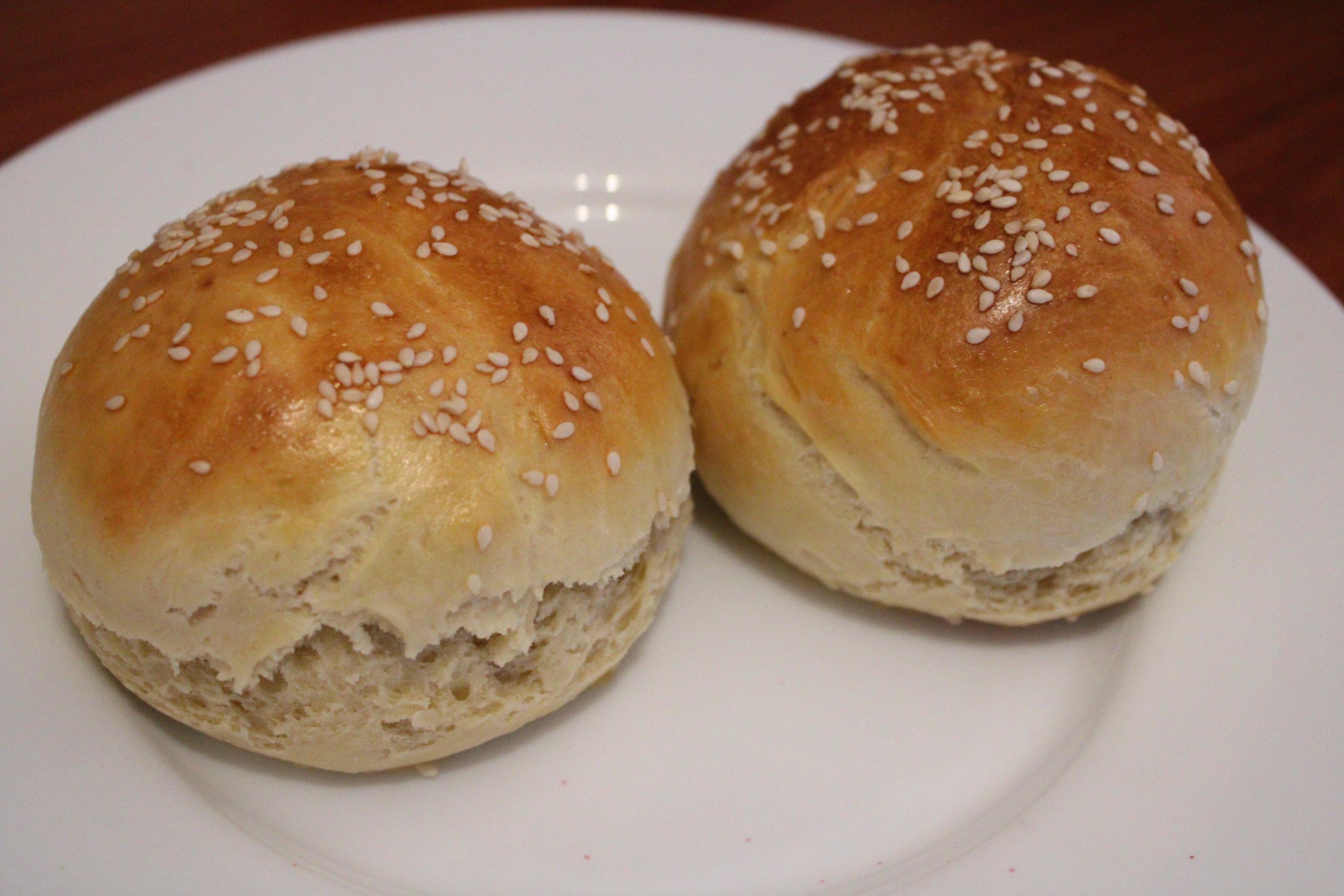 Zelf hamburgerbroodjes maken broodjes