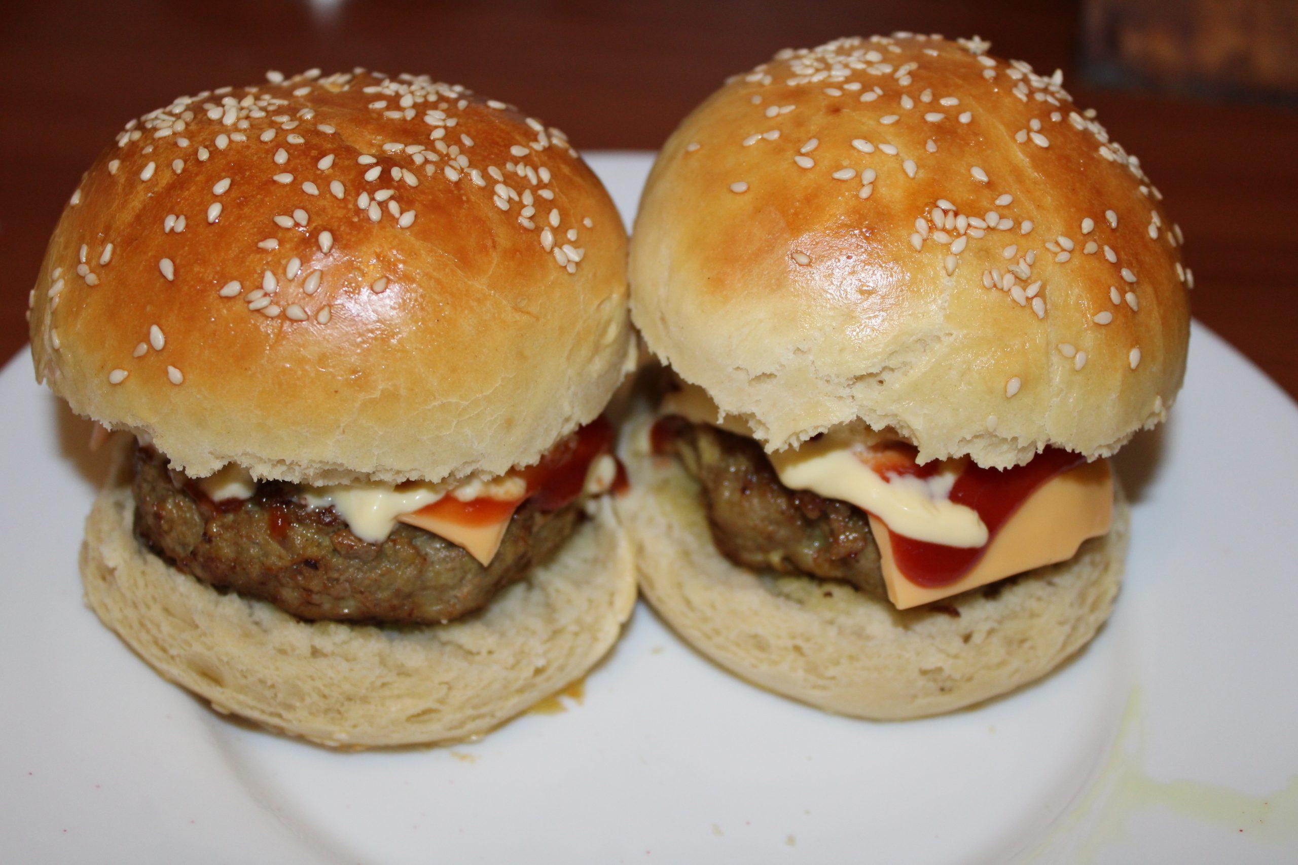 Zelf hamburgerbroodjes maken