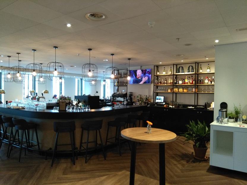 NH hotel Den Haag bar en ontbijtruimte