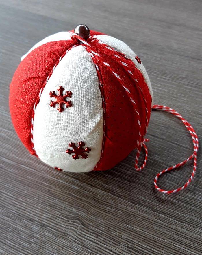 DIY Kerstbal van leuke stoffen maken 2