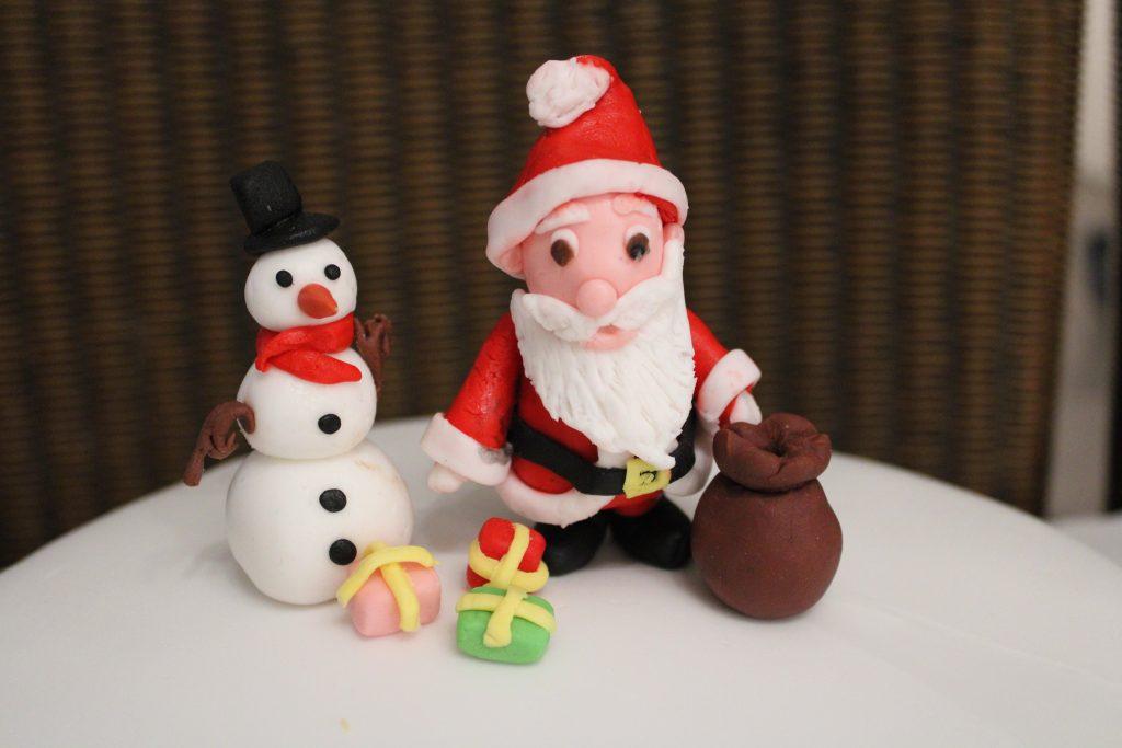 DIY fondant Kerstman en sneeuwpop