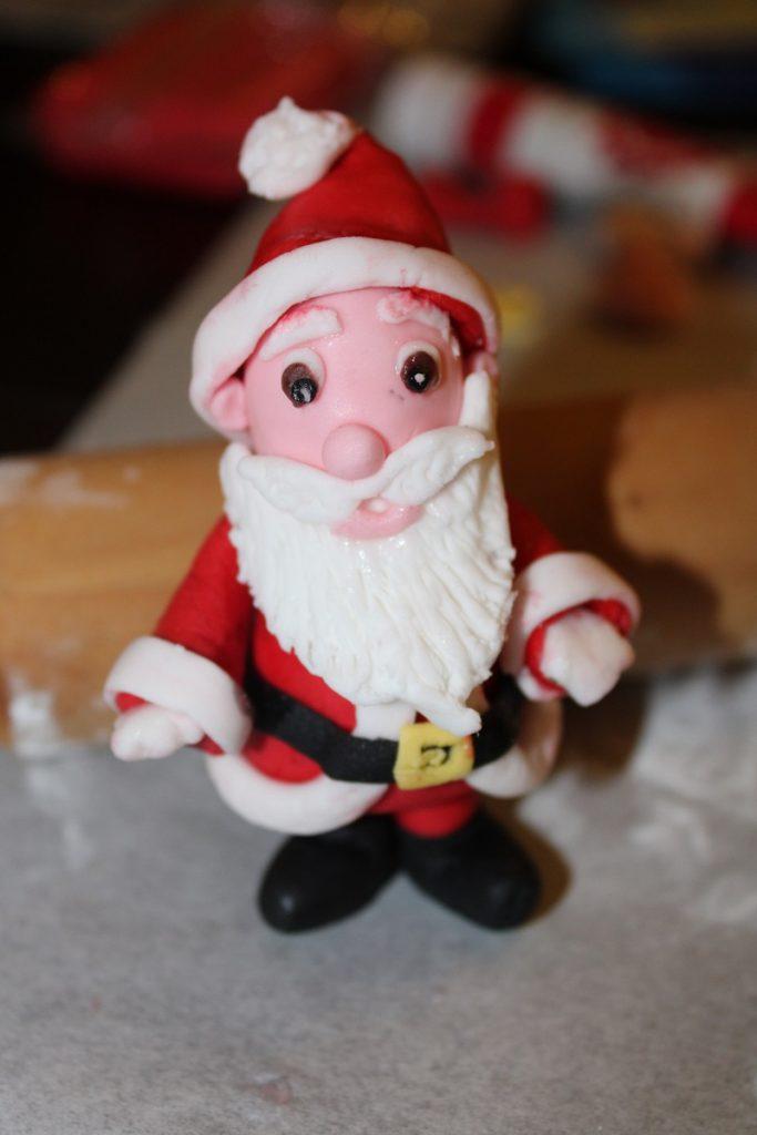 DIY fondant Kerstman en sneeuwpop 12