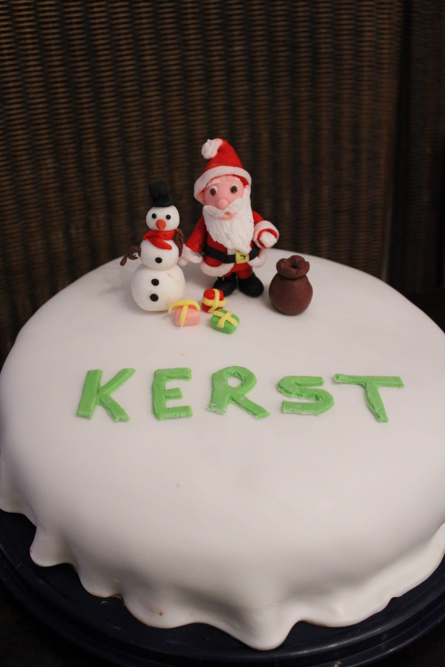 DIY fondant Kerstman en sneeuwpop 13
