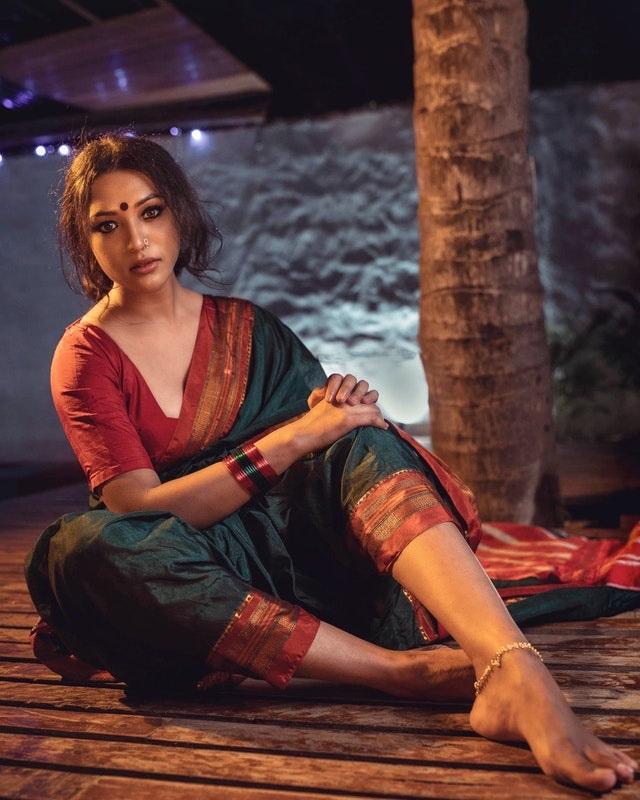Lichaamsversieringen in diverse culturen bindi