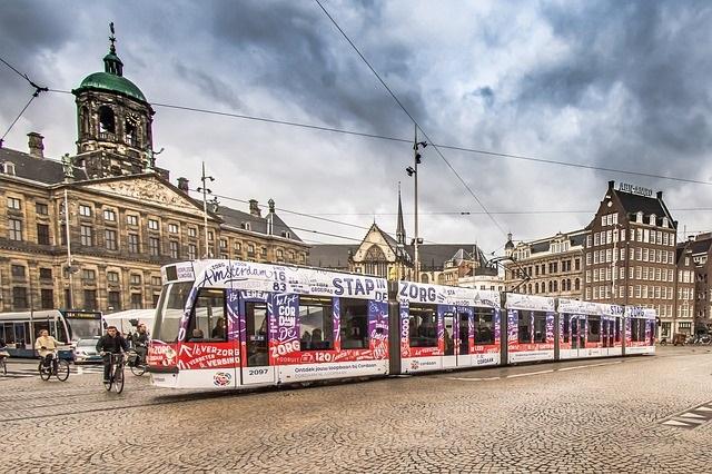 Ontdek Amsterdam lopend, met de boot of de hop on hop off bus OV