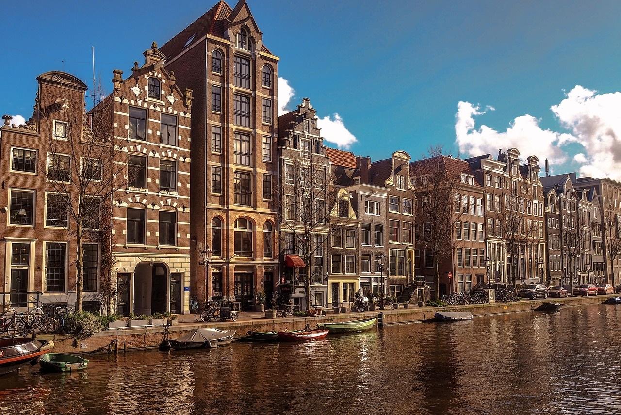 Ontdek Amsterdam lopend, met de boot of de hop on hop off bus