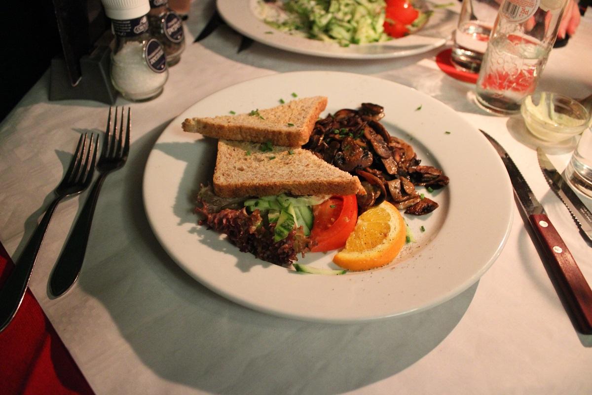 Restaurant en pizzeria Pinoccio genieten van Italiaans eten gebakken champignons