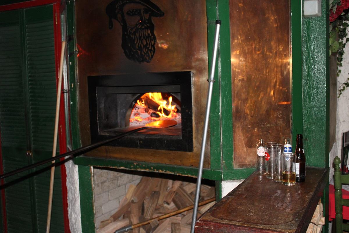 Restaurant en pizzeria Pinoccio genieten van Italiaans eten houtoven