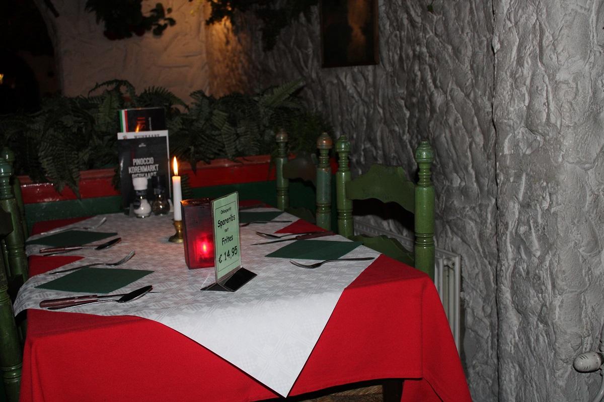 Restaurant en pizzeria Pinoccio genieten van Italiaans eten interieur