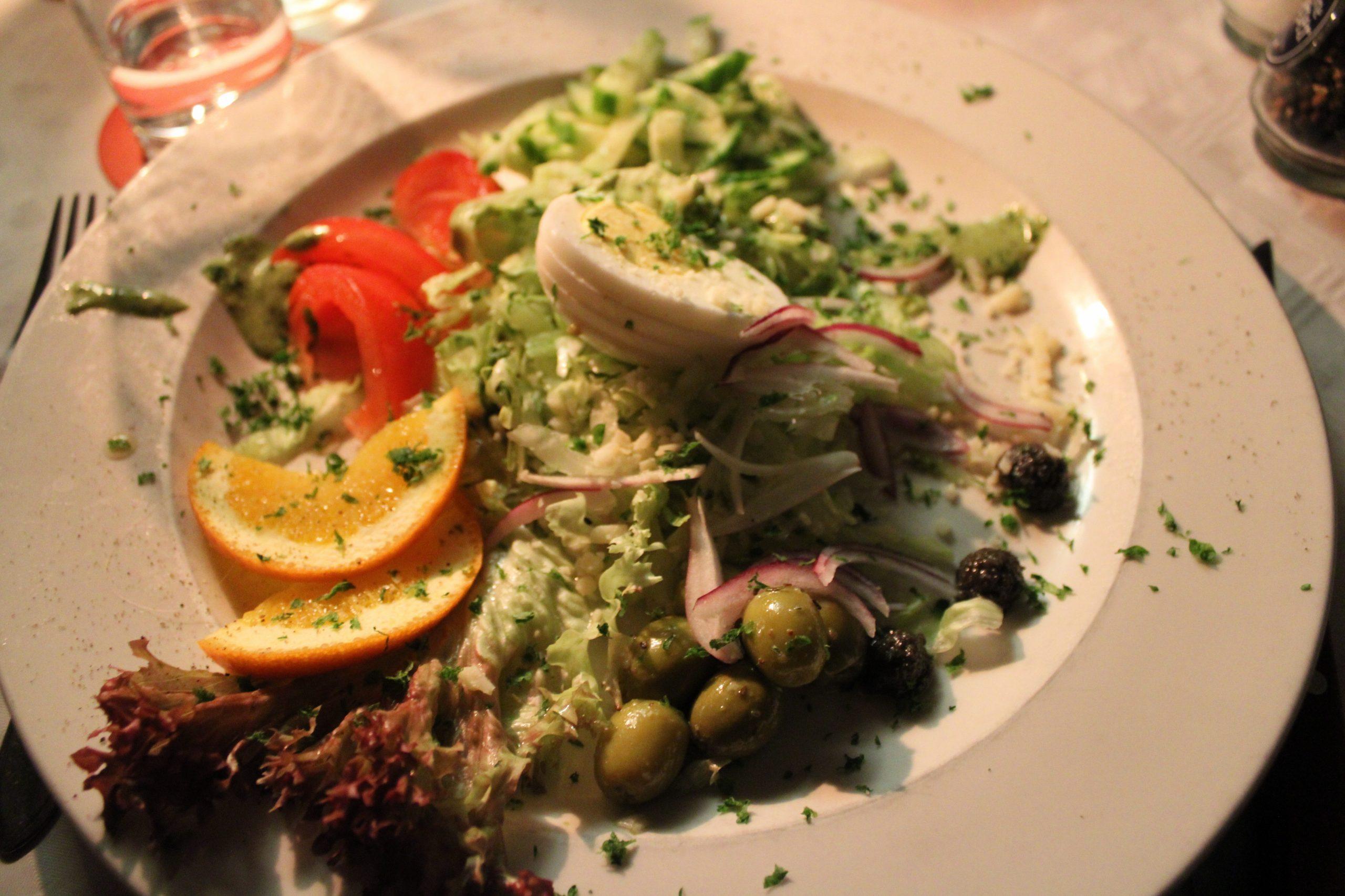 Restaurant en pizzeria Pinoccio genieten van Italiaans eten salade