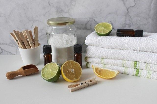 Stinkt de vaatwasser Met deze tips ruikt je vaatwasser weer fris en wordt de vaat stralend schoon baking soda citroen