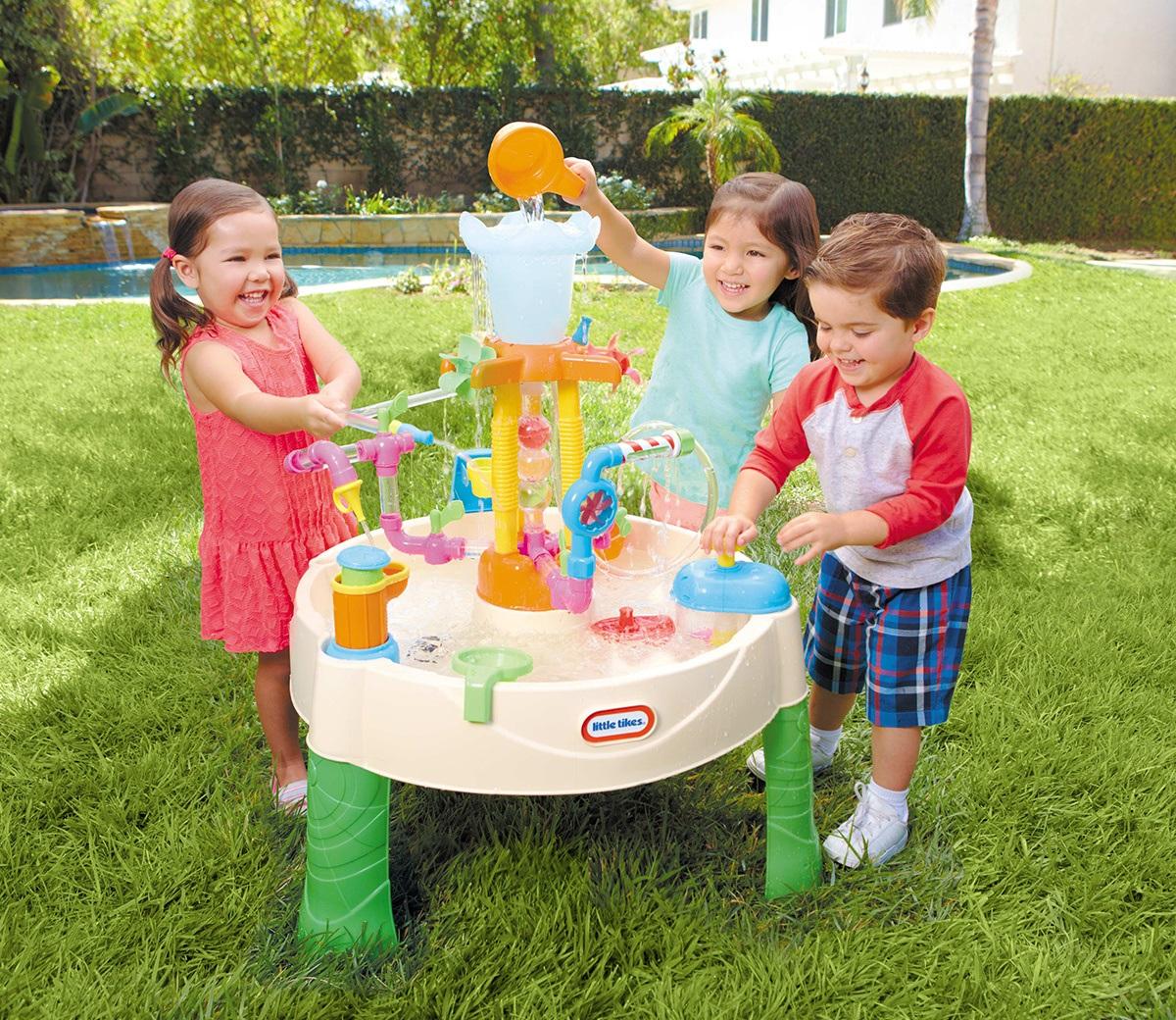 De watertafel het leukste buitenspeelgoed voor kinderen tot 6 jaar
