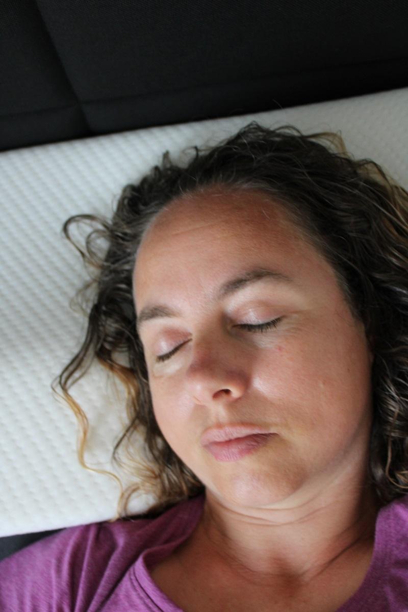 Heerlijk slapen met het juiste hoofdkussen en kniekussen slapen