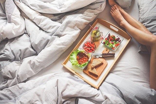 We poetsen ons huis maar vergeten meestal ons matras onder handen te nemen ontbijt op bed