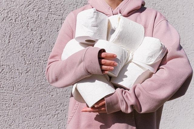 14 Dingen die je met een gerust hart uit een hotel mee mag nemen verzorgingsproducten toiletpapier