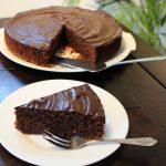 Heerlijk recept chocoladecake zonder bloem aangesneden cake