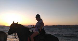 Unieke beleving zonsondergang op Kos te paard