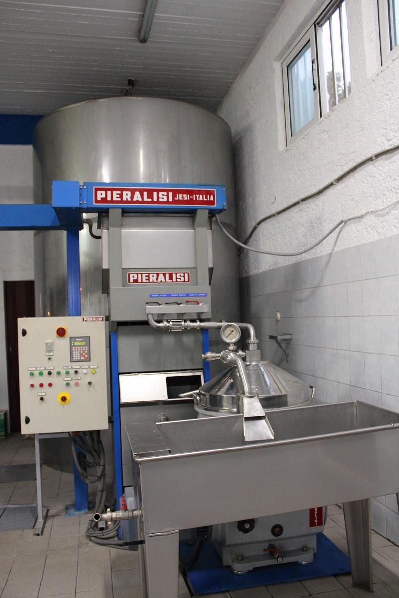 Deze 3 lokale bedrijven op Kos moet je bezoeken olijfolie fabriek machines