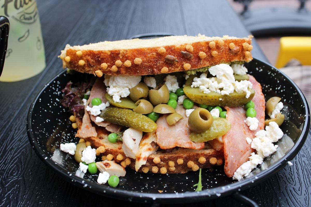 Genieten van gezond fast food van The Fresh Factory in Nijmegen biobrood