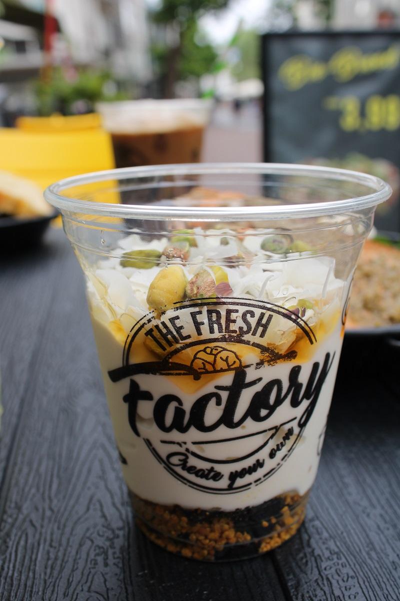 Genieten van gezond fast food van The Fresh Factory in Nijmegen yoghurt