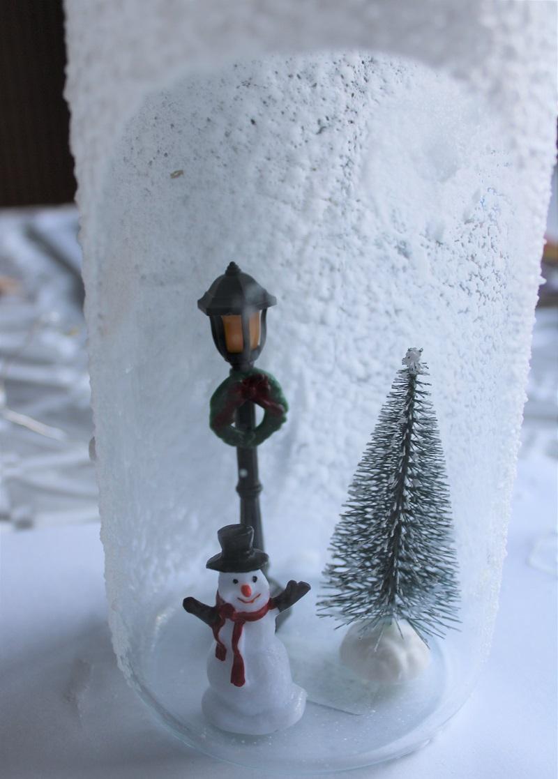 Kerst DIY winter in een fles met verlichting figuurtjes