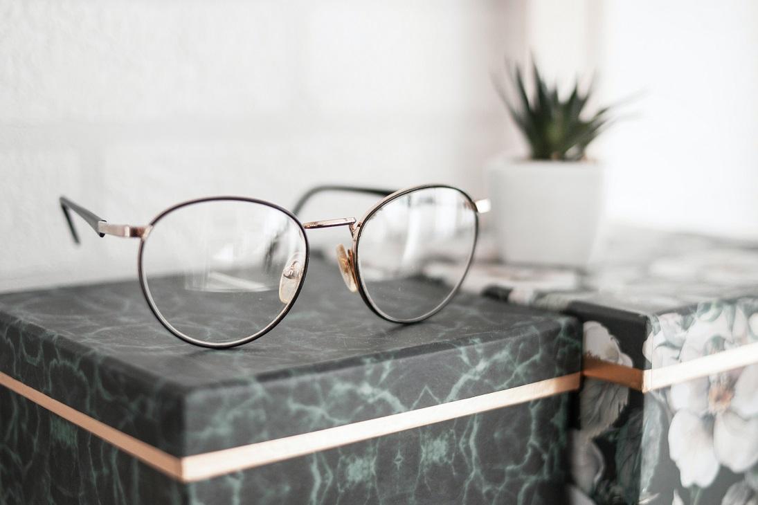 Brillenmode 2021 - brillentrends 2021 metalen montuur