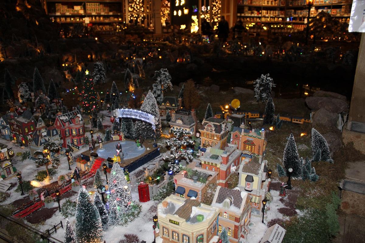De Kerstshow van Intratuin Duiven 2020 kerstdorp 4