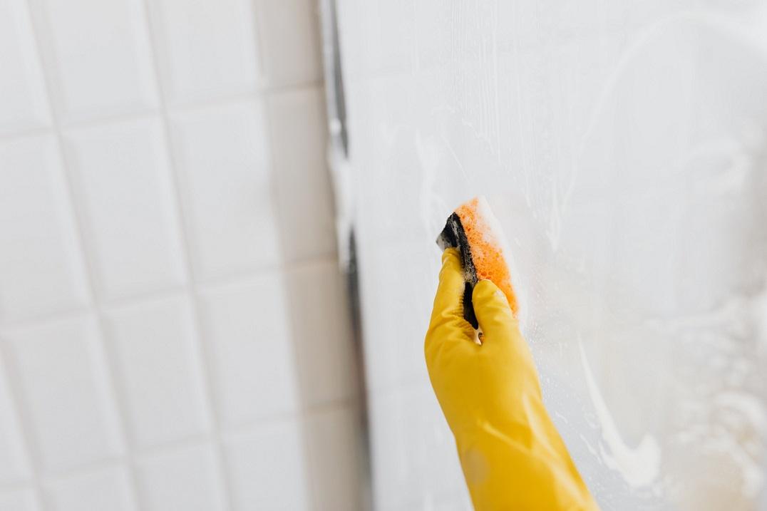 Met deze tips kun je de glazen douchewand schoonmaken