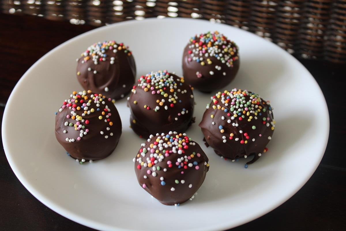 Recept chocolate cookie dough bonbons