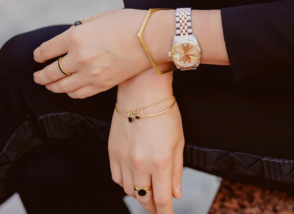 Sieraden met je kleding combineren zo doe je dat horloge armband