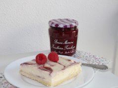 Cheesecake plaatcake met jam met fruit