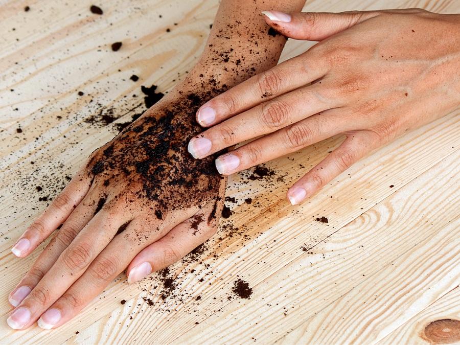 10 Geniale tips om koffiedik te gebruiken peeling