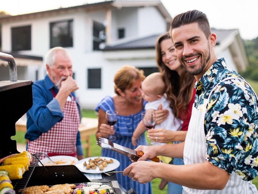 De leukste tips om gezellig te tafelen met je familie tijdens zwoele zomeravonden barbecue