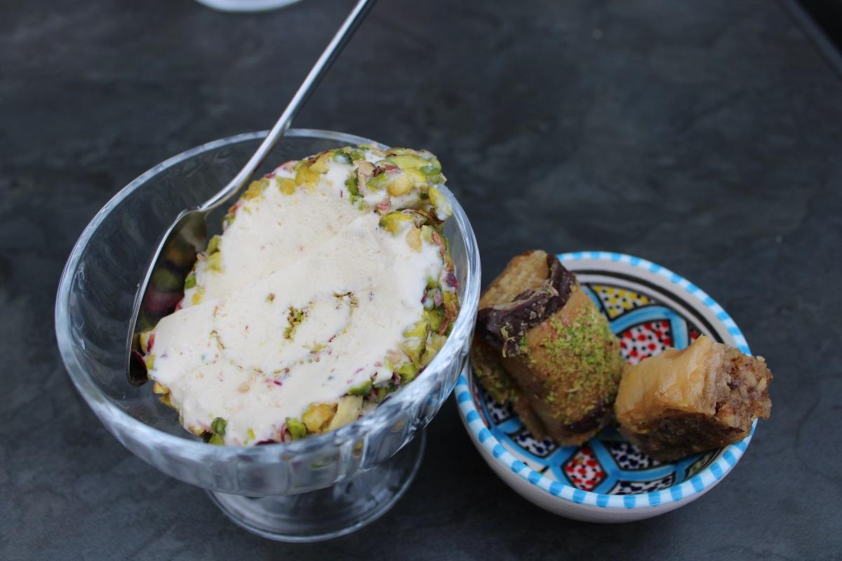 Uit eten bij Multifood in Arnhem arabisch ijs en baklava