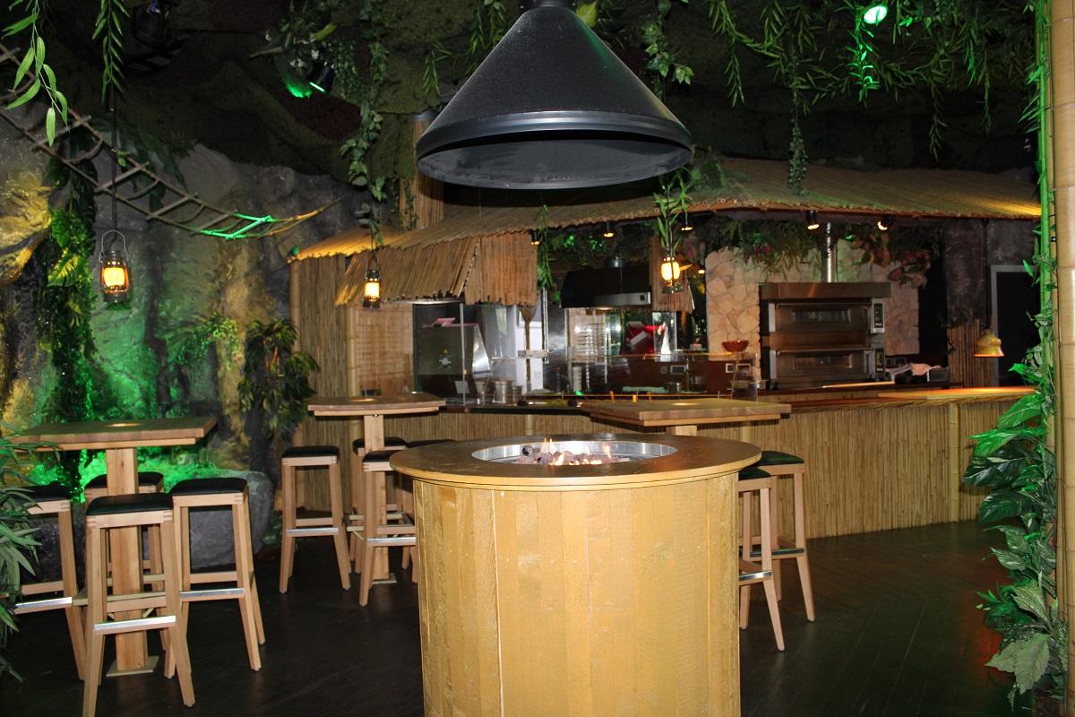 Lekker eten en vermaak voor de kinderen bij BamBoo Beach Club in Ahaus keuken en bar