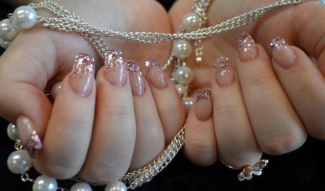 Nagellak trends herfst winter 2021 deze kleuren wil je op je nagels french manicure