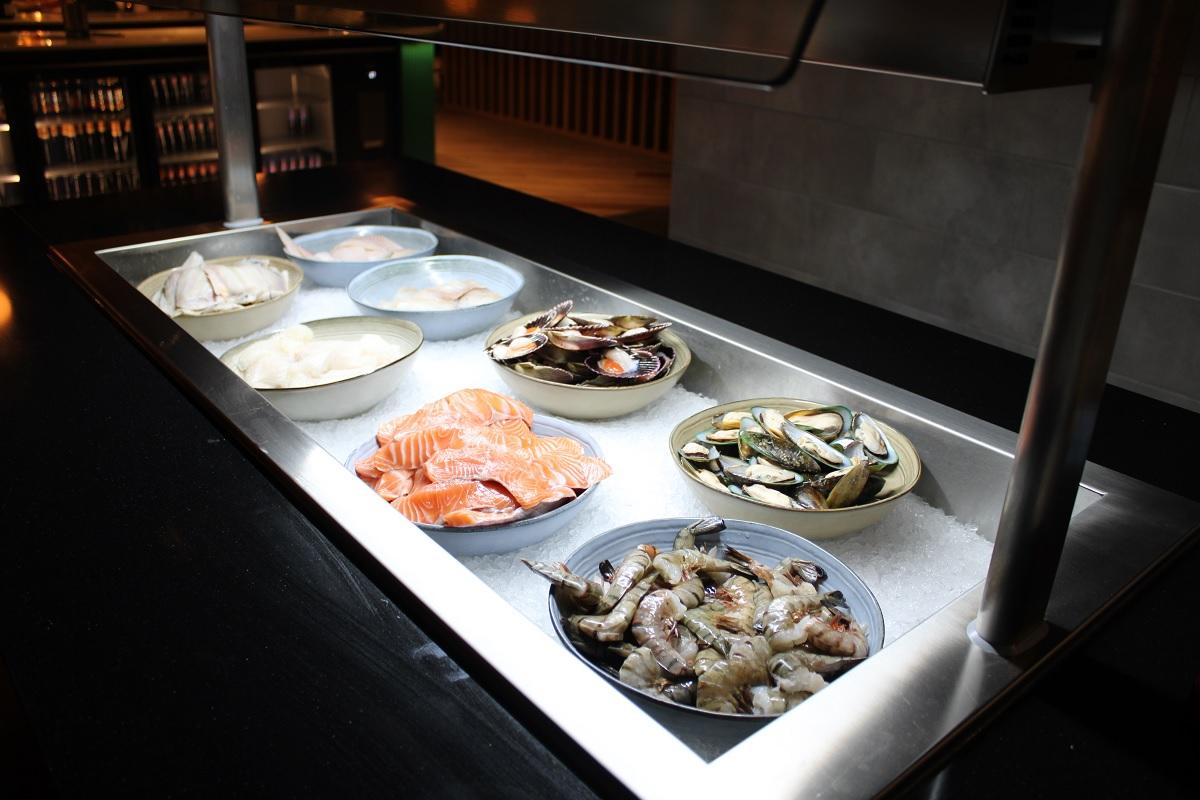 Een culinaire reis over de 7 continenten in Nederland vers seafood. jpg
